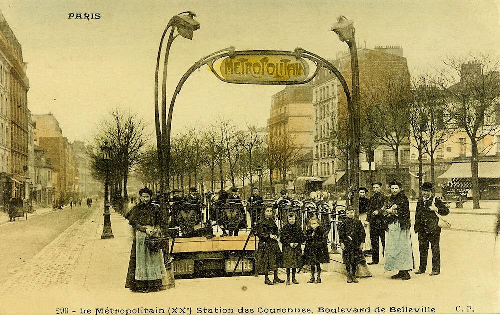 La station Couronnes et son entourage Guimard au début du siècle dernier