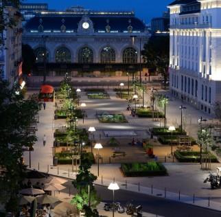 Mobilier urbain mobilier domestique de l 39 importance du for Mobilier urbain espace public