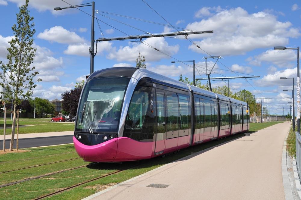 obs-urbain.fr/site/wp-content/uploads/2014/03/Tramway_de_Dijon_-_essais_juillet_2012_-_02.jpg