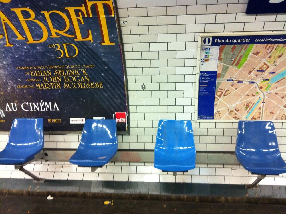 Assises séparées dans le métro parisien