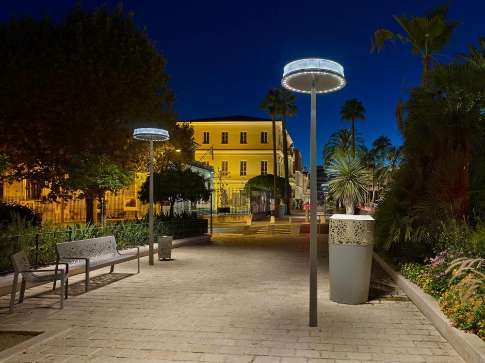 Luminaires Anello à Hyères, par Marc Aurel