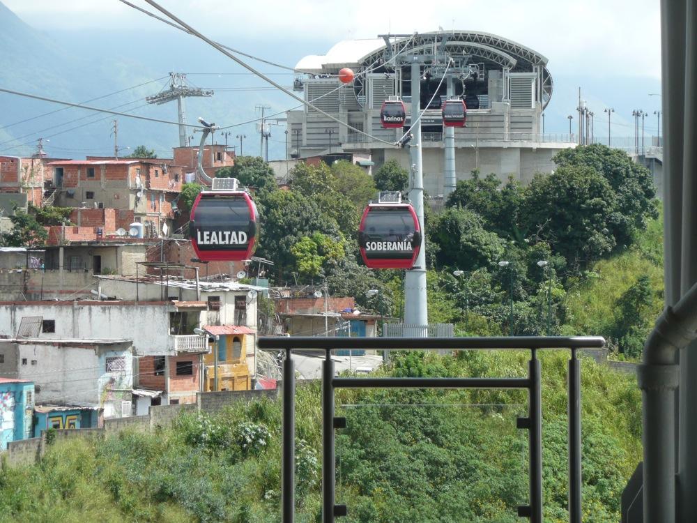 Le métrocable de Caracas construit sur le modèle de Medellin