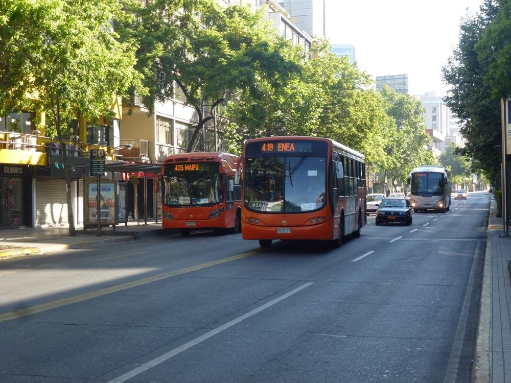 A Santiago du Chili, les nouveaux bus du système Transantiago