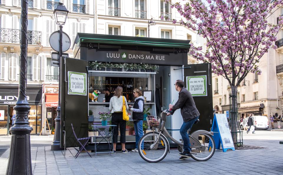 Le kiosque Lulu dans ma rue rue St Paul à Paris dans le 4ème arrondissement